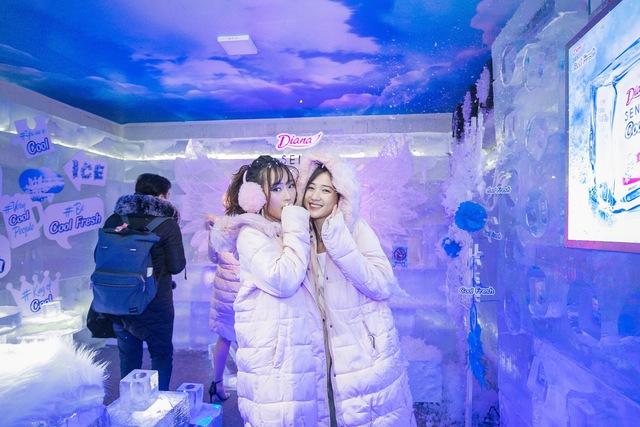 Trâm Anh, Sun HT và Suni Hạ Linh hào hứng khám phá nhà băng -5 độ C ngay tại Hà Nội - Ảnh 4.