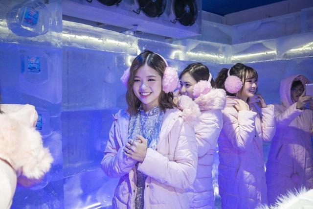 Trâm Anh, Sun HT và Suni Hạ Linh hào hứng khám phá nhà băng -5 độ C ngay tại Hà Nội - Ảnh 5.