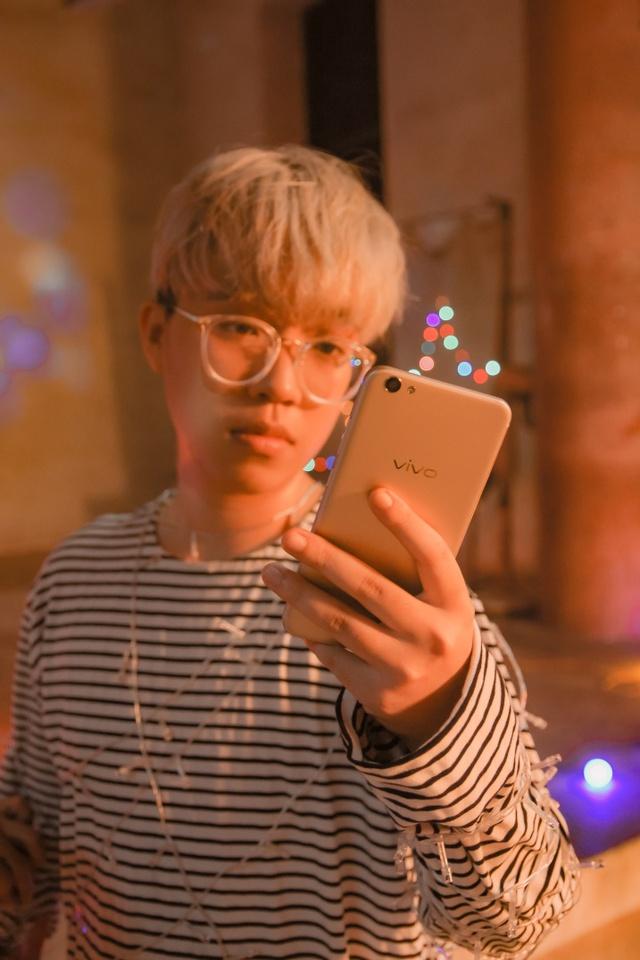 Choáng với trình selfie sống ảo của Kai Đinh & Ê kíp MV Điều buồn nhất - Ảnh 8.