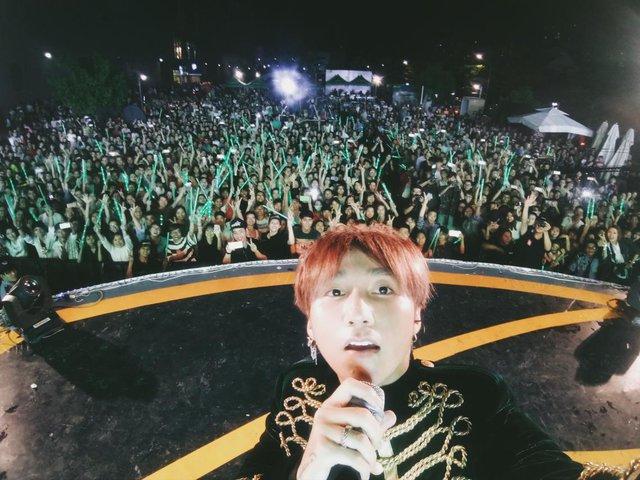 Vừa hát, vừa selfie với 5.000 khán giả, chỉ có thể là Sơn Tùng - Ảnh 7.