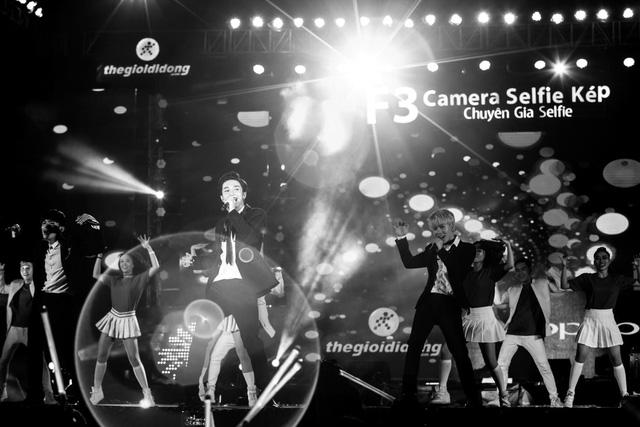 Vừa hát, vừa selfie với 5.000 khán giả, chỉ có thể là Sơn Tùng - Ảnh 14.