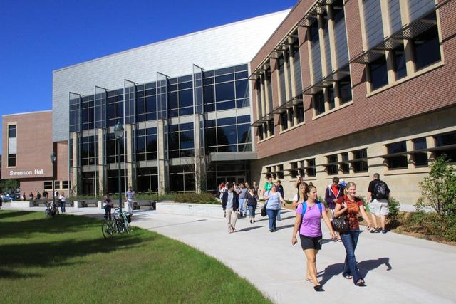 Sẵn sàng chinh phục học bổng 12 trường Đại học công lập Mỹ & Canada - Ảnh 3.