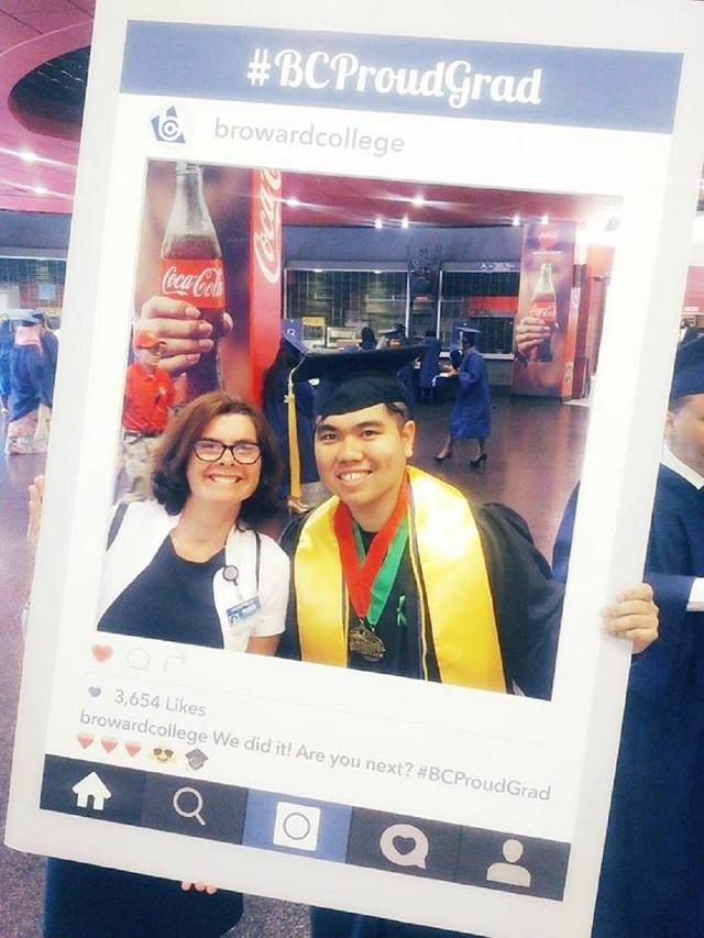 """""""Thợ săn học bổng"""" và lễ tốt nghiệp hoành tráng khiến nhiều người ganh tỵ - Ảnh 3."""