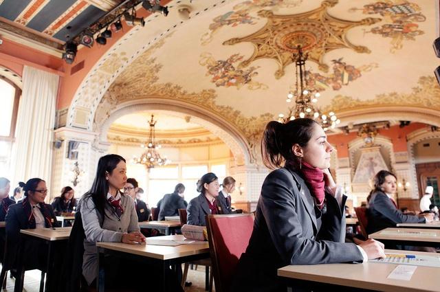 Du học Thụy Sĩ nhận bằng Anh/Mỹ, thực tập hưởng lương 12 tháng - Ảnh 4.