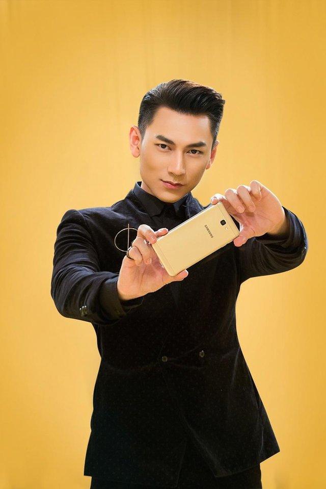 Một soái ca là chưa đủ, Samsung vừa nhân 2 sức mạnh của smartphone bán chạy nhất Việt Nam - Ảnh 2.