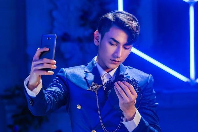 Một soái ca là chưa đủ, Samsung vừa nhân 2 sức mạnh của smartphone bán chạy nhất Việt Nam - Ảnh 10.
