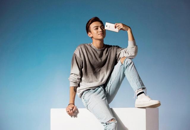 Một soái ca là chưa đủ, Samsung vừa nhân 2 sức mạnh của smartphone bán chạy nhất Việt Nam - Ảnh 17.
