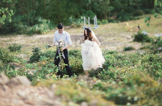 Độc đáo lễ cưới đẹp như mơ trên mỏm đá bên bờ biển Hải Hoà - Ảnh 4.