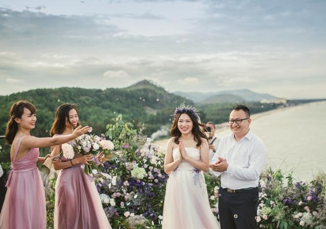 Độc đáo lễ cưới đẹp như mơ trên mỏm đá bên bờ biển Hải Hoà - Ảnh 5.