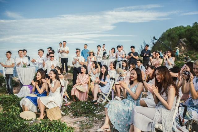 Độc đáo lễ cưới đẹp như mơ trên mỏm đá bên bờ biển Hải Hoà - Ảnh 6.