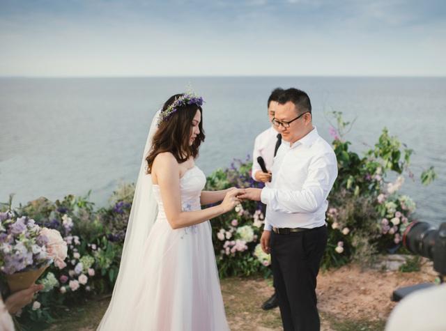 Độc đáo lễ cưới đẹp như mơ trên mỏm đá bên bờ biển Hải Hoà - Ảnh 8.