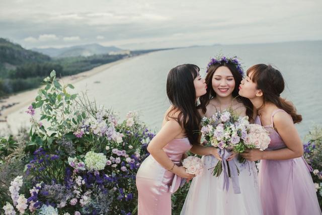 Độc đáo lễ cưới đẹp như mơ trên mỏm đá bên bờ biển Hải Hoà - Ảnh 11.