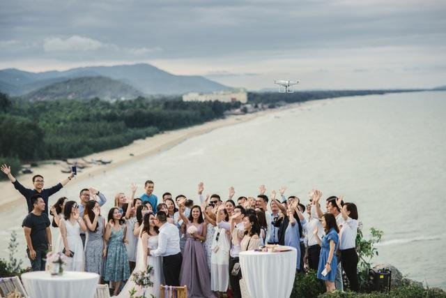 Độc đáo lễ cưới đẹp như mơ trên mỏm đá bên bờ biển Hải Hoà - Ảnh 12.