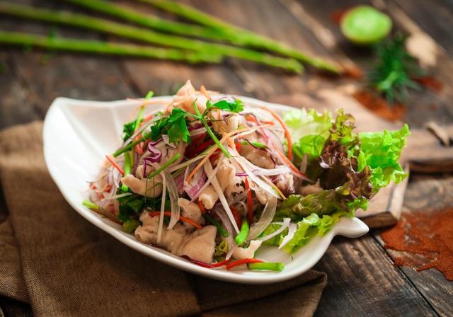 Khám phá món cơm gà Hải Nam ngon hơn cả bản gốc tại Singapore - Ảnh 5.