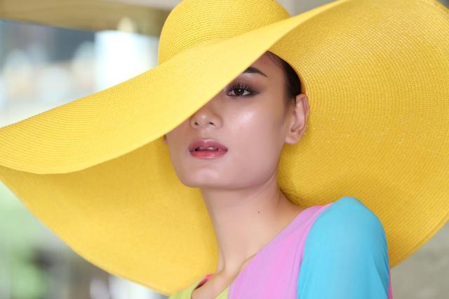 Học chuyên gia Nam Trung những phong cách trang điểm phải thử ngay hè này - Ảnh 1.