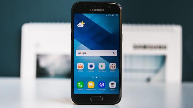 Nhìn Galaxy A qua từng năm, để thấy Samsung đang dẫn đầu trong thiết kế smartphone cận cao cấp - Ảnh 4.