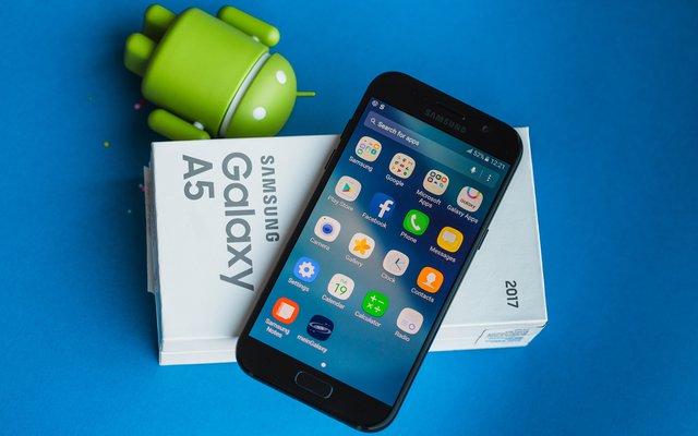 Nhìn Galaxy A qua từng năm, để thấy Samsung đang dẫn đầu trong thiết kế smartphone cận cao cấp - Ảnh 5.