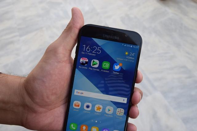Nhìn Galaxy A qua từng năm, để thấy Samsung đang dẫn đầu trong thiết kế smartphone cận cao cấp - Ảnh 8.