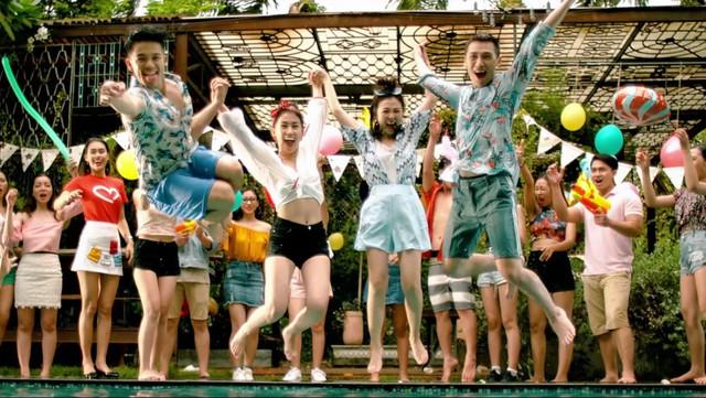 """Cùng """"soi"""" 50 sắc thái đáng yêu của Tronie Ngô và Trọng Hiếu trong MV mới - Ảnh 8."""