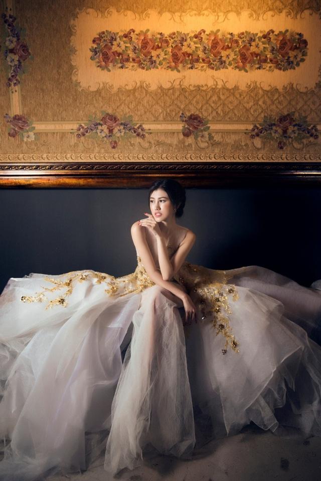 Người đẹp Emily Hồng Nhung đầy ma mị trong trang phục dạ hội mang phong cách châu Âu - Ảnh 12.