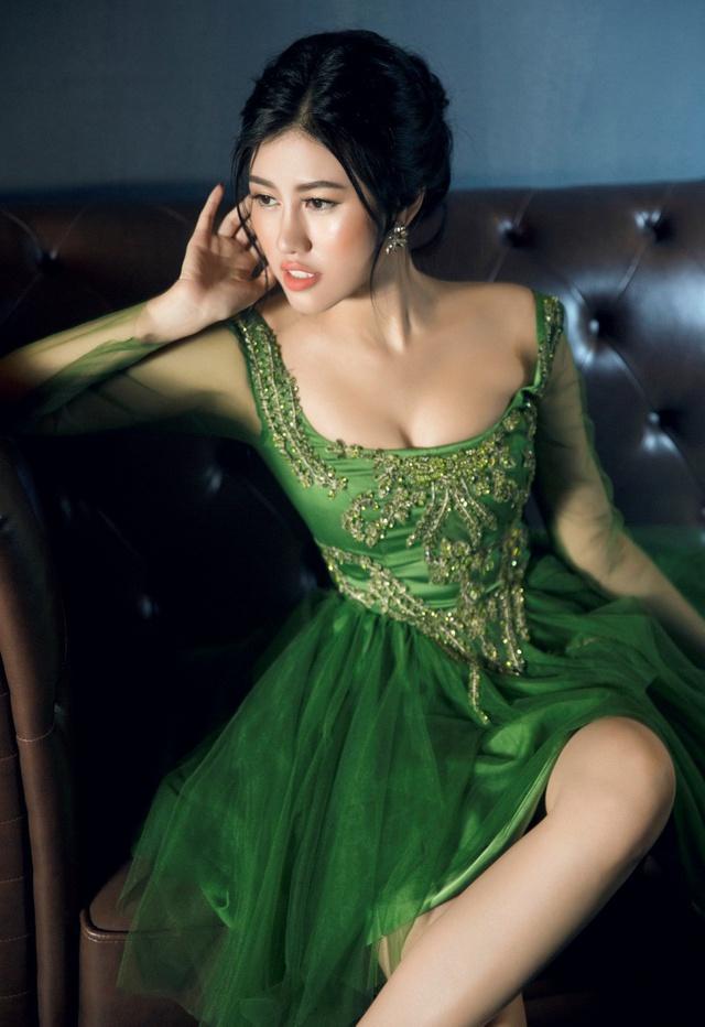 Người đẹp Emily Hồng Nhung đầy ma mị trong trang phục dạ hội mang phong cách châu Âu - Ảnh 15.