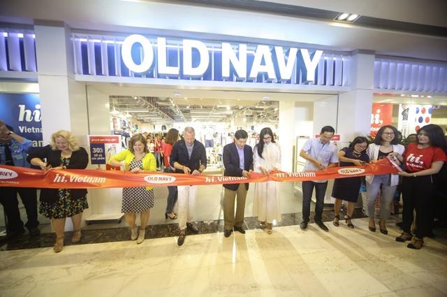 Minh Hằng nổi bật ngày khai trương cửa hàng Old Navy đầu tiên tại Việt Nam - Ảnh 9.