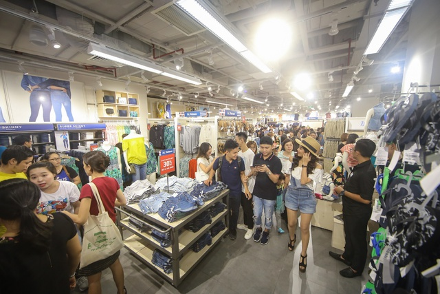 Minh Hằng nổi bật ngày khai trương cửa hàng Old Navy đầu tiên tại Việt Nam - Ảnh 13.