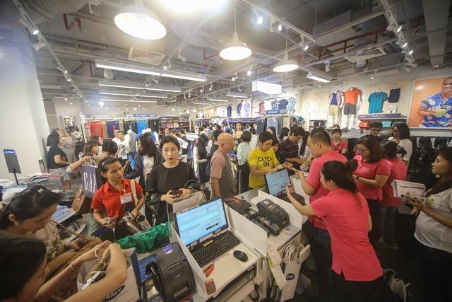 Minh Hằng nổi bật ngày khai trương cửa hàng Old Navy đầu tiên tại Việt Nam - Ảnh 14.