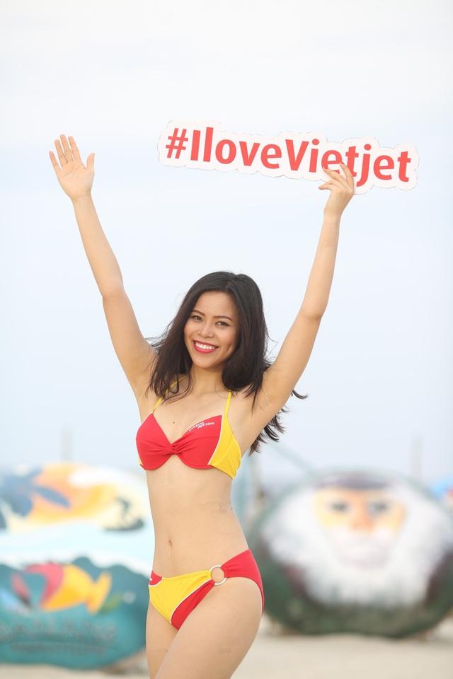 Vietjet lại gây sốt với bikini - Ảnh 4.