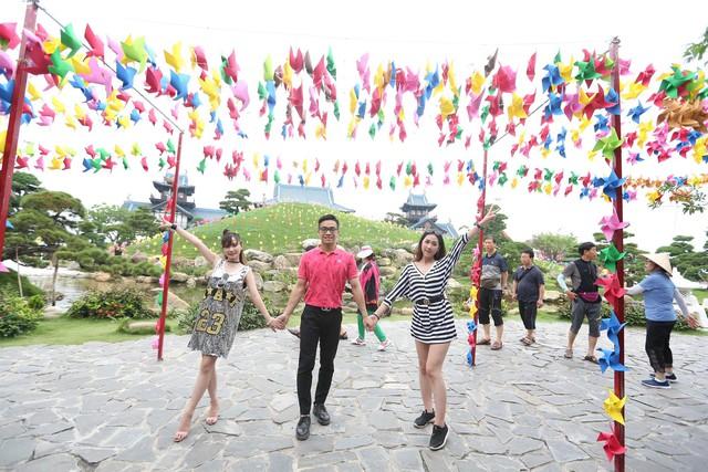 Check in siêu lãng mạn với ngọn đồi chong chóng tại Sun World Halong Complex - Ảnh 1.