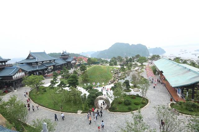 Check in siêu lãng mạn với ngọn đồi chong chóng tại Sun World Halong Complex - Ảnh 2.