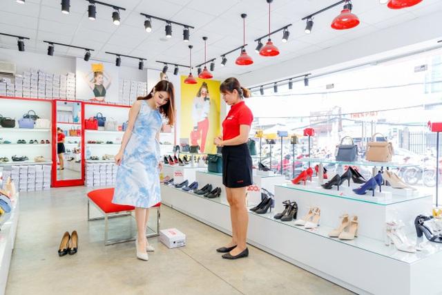 Ngắm Diễm My 9X, Angela Phương Trinh sang chảnh khi diện giày thương hiệu Việt - Ảnh 10.