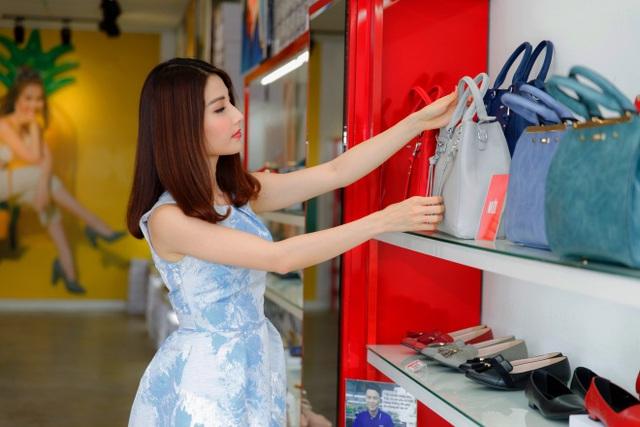 Ngắm Diễm My 9X, Angela Phương Trinh sang chảnh khi diện giày thương hiệu Việt - Ảnh 11.