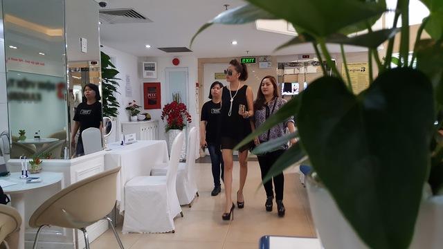 """Phi Thanh Vân xuất hiện chớp nhoáng sau tuyên bố rời showbiz, """"lột xác làm lại cuộc đời"""" - Ảnh 2."""