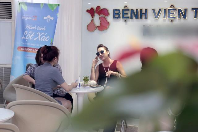 """Phi Thanh Vân xuất hiện chớp nhoáng sau tuyên bố rời showbiz, """"lột xác làm lại cuộc đời"""" - Ảnh 3."""