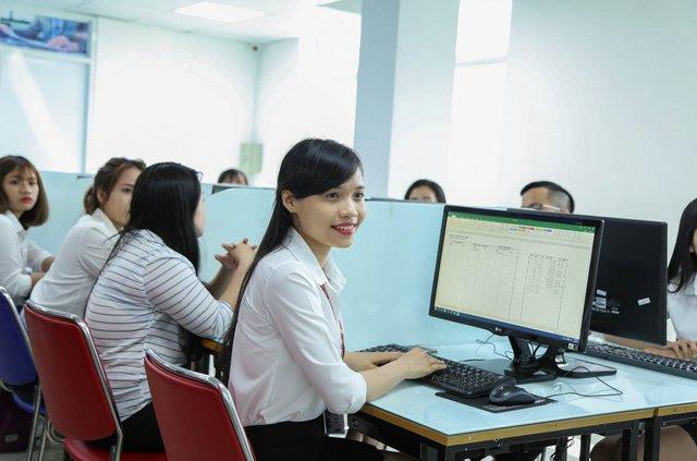 Sinh viên HUTECH học Kế toán thật từ phần mềm ảo - Ảnh 2.