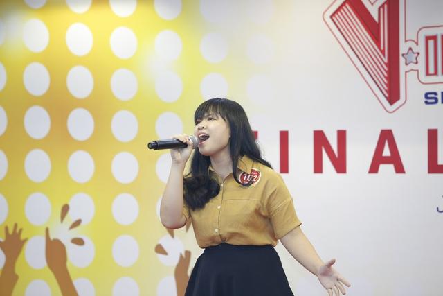 Miu Lê và Chi Pu cười sảng khoái trên ghế nóng V-Idols - Ảnh 4.