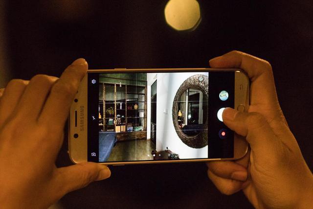 Có smartphone khẩu độ lớn để chụp ảnh đêm rồi, vẫn phải nhớ thêm 4 bí quyết sau - Ảnh 2.