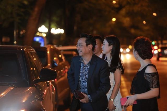 """""""Cha con"""" Phan Quân, Phan Hải được bao vây bởi dàn người đẹp tại sự kiện - Ảnh 2."""