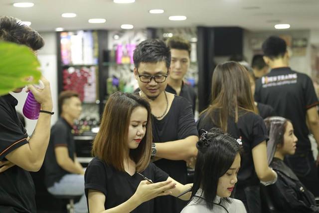 """Những ý do khiến nghề tạo mẫu tóc """"kẻ đi xe sang, người đành bỏ nghiệp"""" - Ảnh 1."""