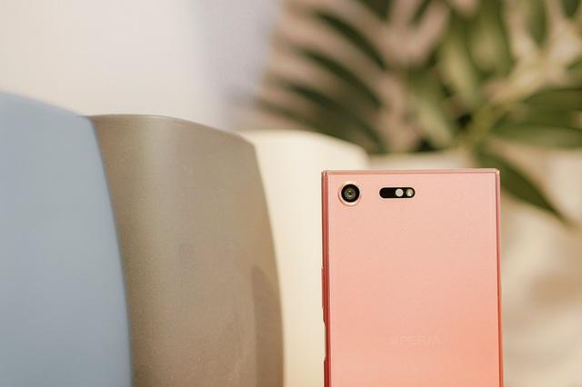 Ngắm vẻ sexy vạn người mê của Xperia XZ Premium Bronze Pink - Ảnh 3.