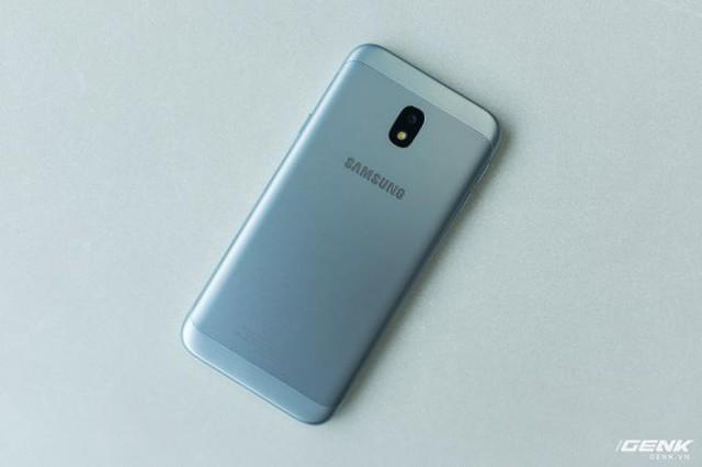 Trên tay Galaxy J3 Pro Xanh Ánh Bạc - Nét sang trọng được phổ cập cho phân khúc giá rẻ - Ảnh 6.
