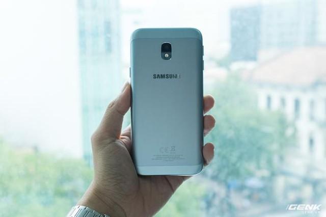 Trên tay Galaxy J3 Pro Xanh Ánh Bạc - Nét sang trọng được phổ cập cho phân khúc giá rẻ - Ảnh 7.