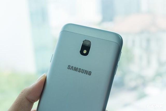 Trên tay Galaxy J3 Pro Xanh Ánh Bạc - Nét sang trọng được phổ cập cho phân khúc giá rẻ - Ảnh 12.