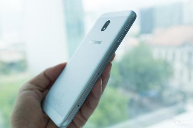 Trên tay Galaxy J3 Pro Xanh Ánh Bạc - Nét sang trọng được phổ cập cho phân khúc giá rẻ - Ảnh 13.