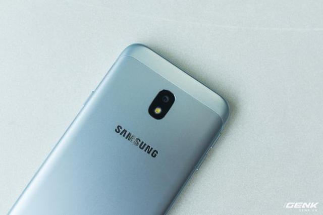 Trên tay Galaxy J3 Pro Xanh Ánh Bạc - Nét sang trọng được phổ cập cho phân khúc giá rẻ - Ảnh 18.