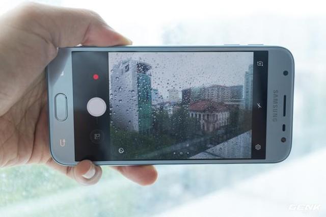 Trên tay Galaxy J3 Pro Xanh Ánh Bạc - Nét sang trọng được phổ cập cho phân khúc giá rẻ - Ảnh 19.