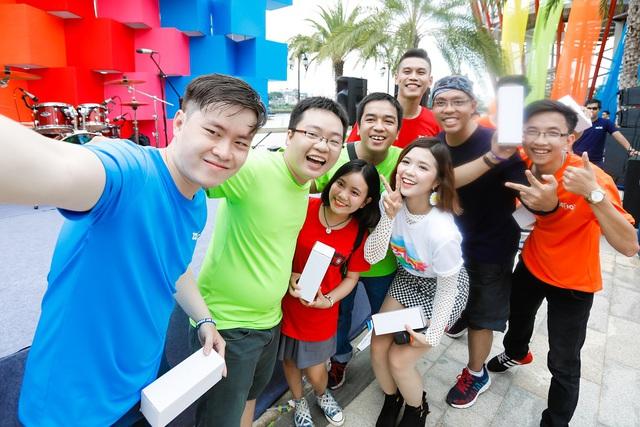 Suni Hạ Linh siêu đáng yêu bên Karik tại lễ hội sắc màu đầu tiên ở Việt Nam - Ảnh 6.