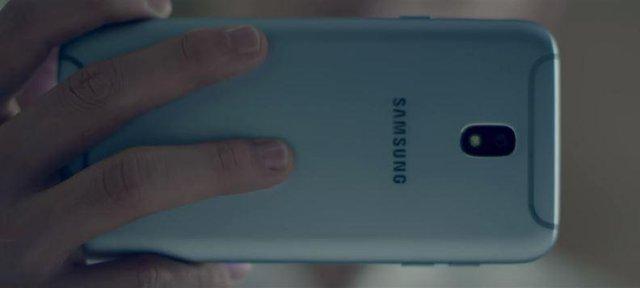 Vị khách công nghệ bất ngờ góp mặt trong MV mới của Isaac - Ảnh 3.