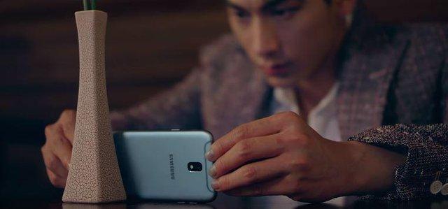 Vị khách công nghệ bất ngờ góp mặt trong MV mới của Isaac - Ảnh 5.